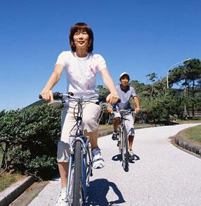 骑自行车缓解老人帕金森病的良方