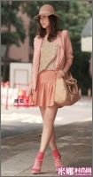 百褶伞裙配坡跟美鞋 OL完美塑腿型