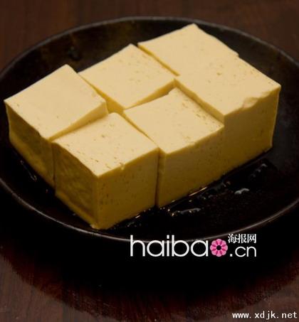 黄豆有益人所共知,由黄豆制造的豆腐也就顺理成章是有益食物,而且烹调方法变幻无穷,可说是种百吃不厌的常用食材。