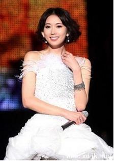 林志玲白色礼服蓬蓬裙
