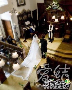 """如何应对婚礼仪式上的""""亲家PK战""""(图)"""