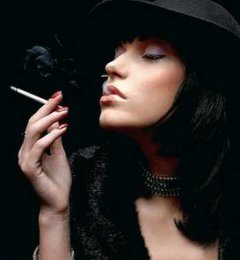 因为是男人 所以不得不抽烟