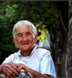 老人害怕孤独 更需精神慰藉