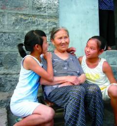 喜欢闲谈聊天 老年生活更健康