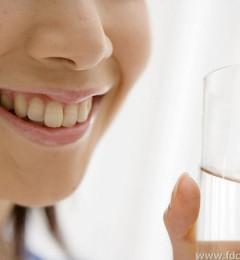 """饮水过多容易引起""""水中毒""""怎么办"""