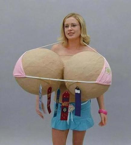 女性乳房是不是越大越好?