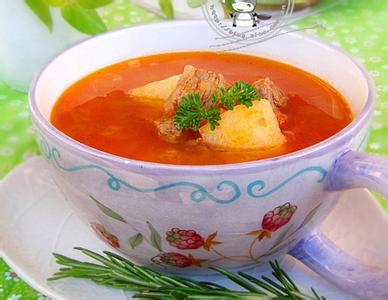 1、牛肉汤中放番茄