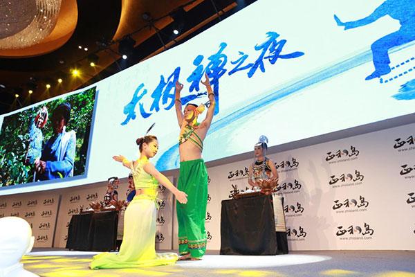 云南的少数民族茶艺师带来了精彩的茶道表演