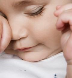 小孩频眨眼是调皮还是疾病?