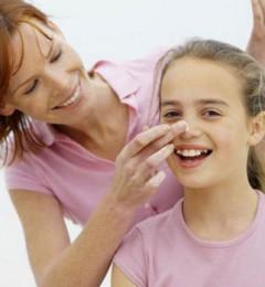 挖鼻孔解决小痛痒 方法不当易引起大毛病
