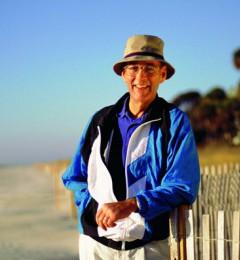 挺起胸膛 老年人会活得更健康