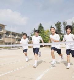 妈妈课堂 给儿童穿气垫鞋影响足部发育