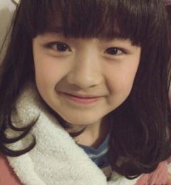 可爱少女的甜蜜笑容