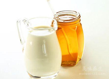 牛奶加蜂蜜
