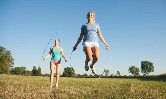 是一项健身运动,女性只要跳得恰当,身材就会变得高挑挺