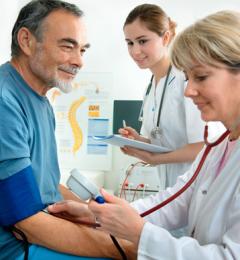 上了年纪就过不了高血压的坎?
