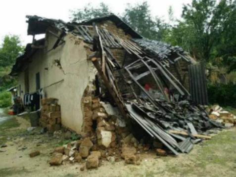 洪灾后家园被冲毁