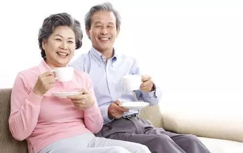 成人上肾血压低于90/60毫米贡柱,老年人低于100/70毫米贡柱,称为低血压。低血压可分为急性和慢性两种。平时我们讨论的低血压多为慢性低血压,即血压长期偏低,并伴有头晕、头昏、乏力、易疲劳等症状。