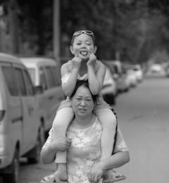 小女孩患朗格罕细胞组织细胞增生症 母亲捡垃圾筹钱治疗