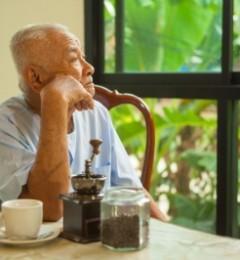 老人尿失禁 自身烦恼 年轻人痛苦