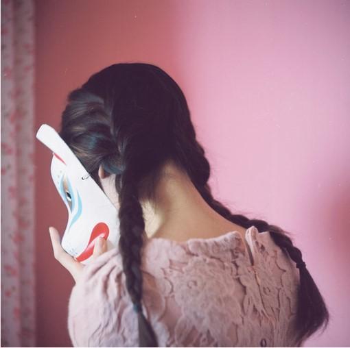 终于,L见到了她,她叫小G,他们是在漫步时看法的,春天的确是个爱情的时节吧,L笑着说到。所谓日久生情,就是天天早晨在操场上一步一步走出来的。