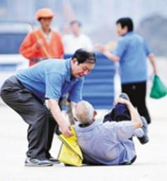 老年人多练脚踝可预防摔跤