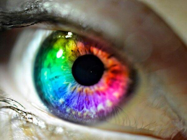 美国科学家研究发现眼睛颜色决定个人能力