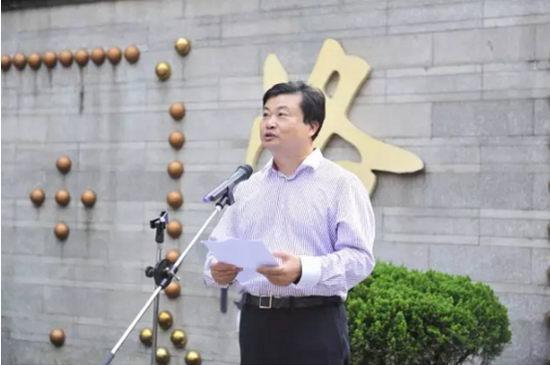 广州医药集团董事长李楚源在揭幕仪式上发言