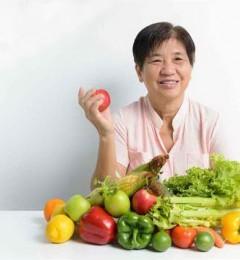 女性更年期饮食注重荷尔蒙平衡 生活健康有活力
