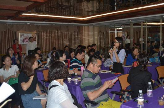 泰国专家Matchuporn Sukprascrt耐心解答现场嘉宾的疑难问题