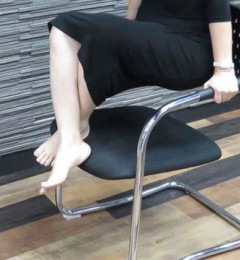 静脉曲张不仅美观上碍眼 小腿肿胀抽筋才是痛苦的开始