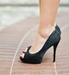"""高跟鞋美丽的背后 更要防""""拇指外翻"""""""