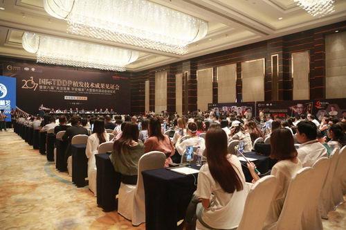 华少空降新生,与上百发友齐聚南京共同见证平安植发盛典