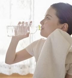瓶装水不利于牙齿健康