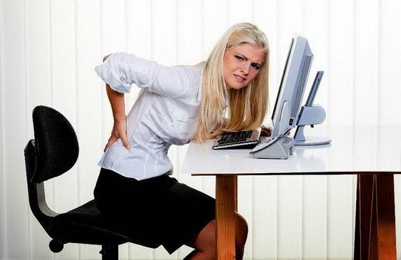 上班族每天坐足13小时 导致脊椎早退化
