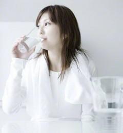 一天中要喝多少杯水才合适?