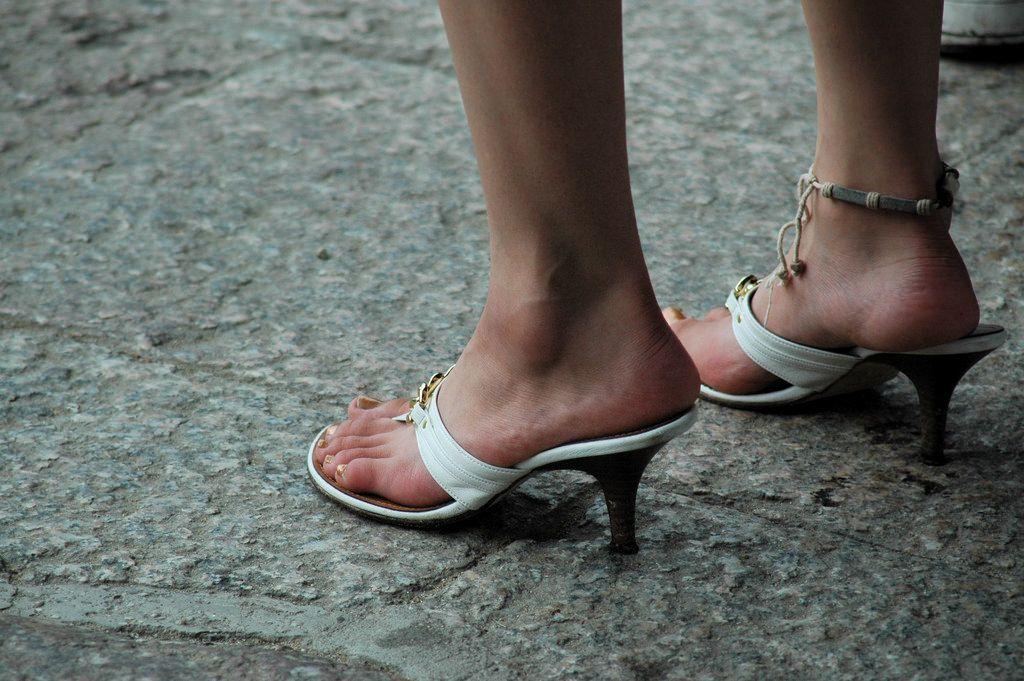 脚底死皮越长越厚 如何恢复光滑双足?