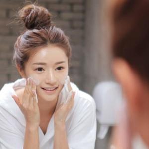 冷水洗脸收缩毛孔 比体温稍低20度效果更佳