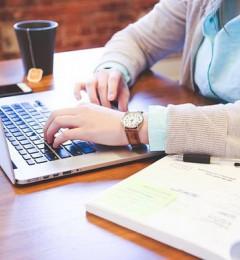 久坐伤腰 站着办公更健康?