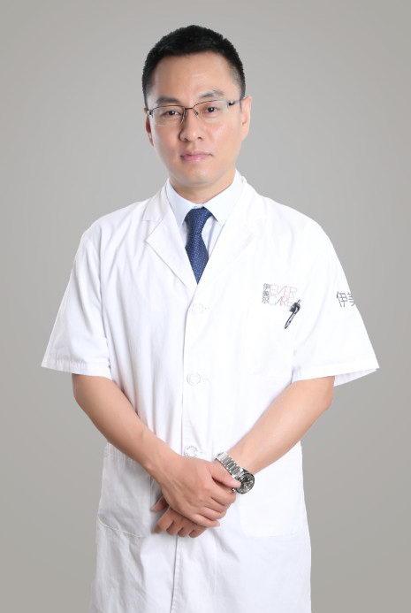 北京伊美尔杨红岩:做假体隆鼻需要多少钱