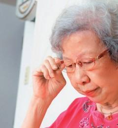 老年人头晕、想吐、肩颈酸痛,可能老花镜使用不当引起