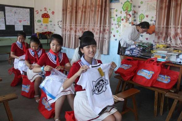 乔丹儿童公益在行动,书绘未来,点燃梦想