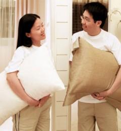 分床睡使夫妻感情形如陌路?
