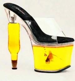 女性长期穿高跟鞋 可能导致日后分娩困难