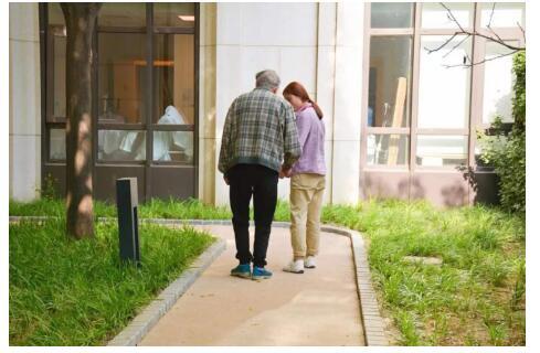 """泰康国际标准失智照护体系,助失智老人找到""""家的方向"""""""