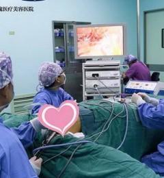 张东旭院长:硅胶隆胸安全吗