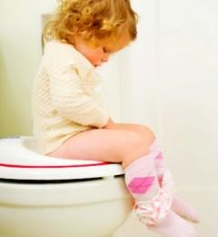 宝宝消化功能不完善很容易引起便秘