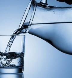 多喝水可防女性复发性尿道感染