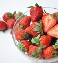 草莓清洗不干净,易引发腹泻
