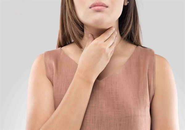 喉咙异物感超两星期不缓解 要及时就医